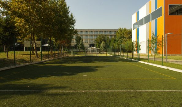 Средняя спортивная площадка